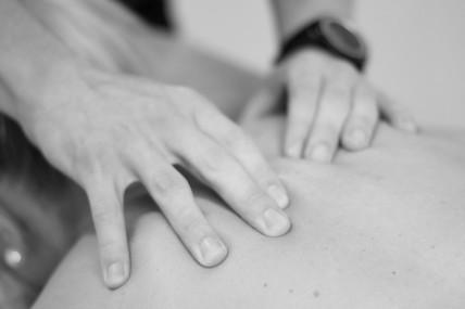 Massasje av skulder og nakke